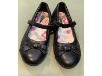 Walkright leather girls shoes Size 2