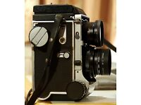 Vintage Mamiya C220 camera in top condition w/ 80mm lens and fashionable leather box case