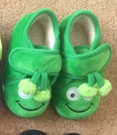 Boys Green Slippers - Infant Size 6