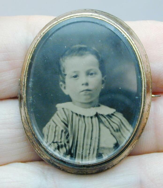 Victorian Tintype Photo Beveled Glass Mourning Pin Very Young Boy
