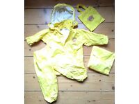 Childs waterproofs – jacket and trousers – age 2/3