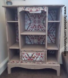 HAND-DECORATED TV STAND SHABBY CHIC CHALKY FINISH COCOA PAINT DECOUPAGE
