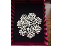 FLORAL BROOCH FROM JON RICHARDS (NEW & BOXED) RRP £15.00