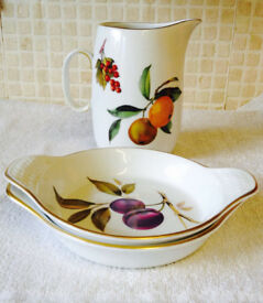 VintageRoyal Worcester Evsham Gold Entree/Gratin Dish Plus Milk Or Gravy Pitcher