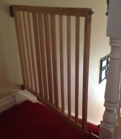 Lindam wooden extendable stairgate