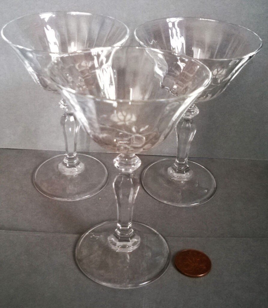 vintage white frosted cocktail glassesin St Helens, MerseysideGumtree - vintage white frosted cocktail glasses vintage white frosted cocktail glasses Stunning glasses,in great condition.See images for details