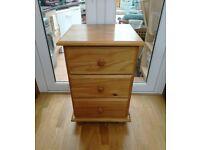 Julian Bowen Pickwick Bedside Table Chest Wooden Solid Pine 3 Drawer