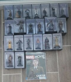 Marvel figures with comics
