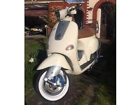 Paiggio ET4 Vespa 125 cc Excellent Condition. Years MOT Scooter Bike