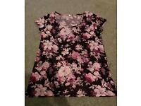 Ladies Floral Top ~ Size M/L