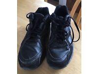 Black size 7 men's Nike Air trainer