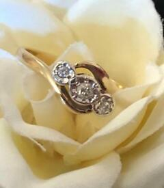 IMMACULATE 9ct GOLD VINTAGE DIAMOND TRILOGY RING SIZE M-N
