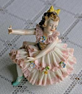Dresden Porcelain Lace Ballerina (Curtsy Position)