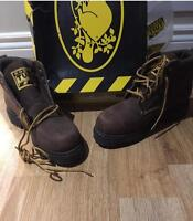 W Roots tuff boots size 6.5 vintage brand new