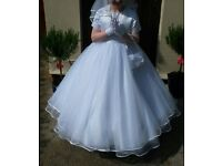Communion dress and accessories (dress, coatie, veil, tiara, gloves and bag)