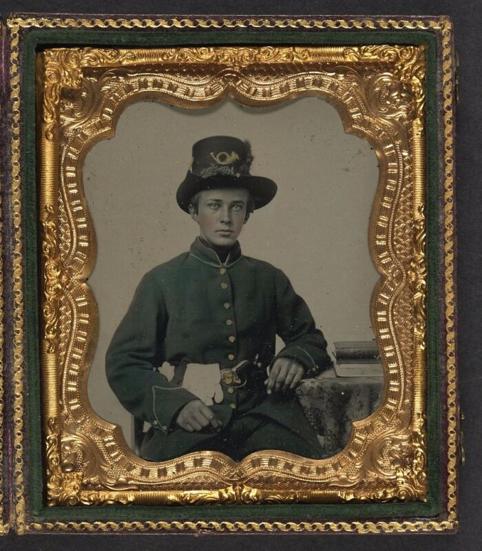 Photo Civil War Union Young Soldier Wearing Plumed Hardee Hat With Revolver