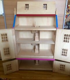 dollhouse in solid wood with family and furnitures