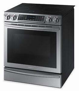 Cuisinière à induction de 5,8 pi³ avec technologie Virtual Flame Samsung ( NE58K9560WS )
