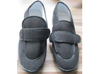NEW Mens Black Slippers, size 12