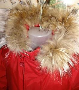 $150 ROOTS GOOSE DOWN PARKA // MENS LARGE 42 44 L / RED VERY WARM REAL COYOTE FUR TRIM / HOOD Drawstring waist LONG