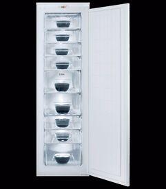 CDA Integrated full height freezer A+