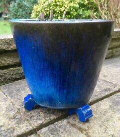 Garden/Plant pot with pot feet for sale!