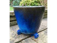 Garden/Plant pot with pot feet for sale!