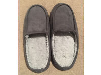 Size 10, Men's Slippers, Perfect condition