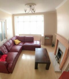 HUGE double room close to Collierswood tube
