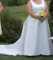 Plus sized wedding dress - size 22-24