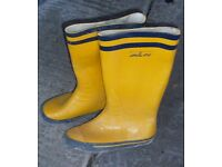 Heavy duty reinforced wellington boots GOOD CONDITION SAYS 39 (6-8 UK?) COLLECTION PREFERRED