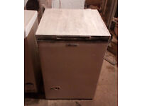 ZANUSSI CHEST FREEZER GOOD WORKING ORDER CAN BE SEEN WORKING LID HAS BEEN PAINTED VIEWING WELCOME