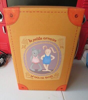 La petite Armoire La Grande Familie Moulin Roty Pair of Soft Plush Dolls