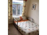 Kingsize Duvet Cover and Curtain Set