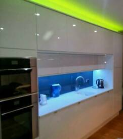 Kitchens & Bathrooms Fitter - Handyman - Builder -Carpenter - Flooring - Painter - All interiors