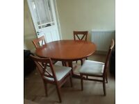Extendable dining table with 4 chairs set
