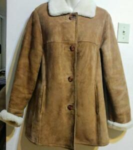 DANIER Womens M 100% SHEEPSKIN SHEARLING JACKET Brown Modern EUC 36 38 WARM WINTER CAR COAT Real Fur COZY Cream Collar