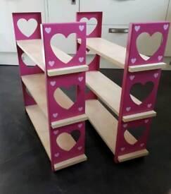 2x Pink love heart shelves
