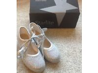Children's Silver Twinkle Tap Shoes - size 11