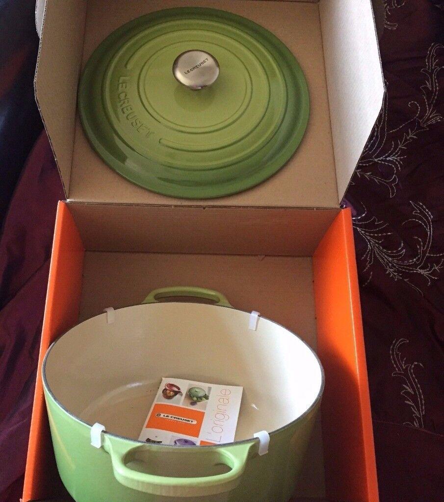 BNIB Le Creuset cast iron 28cm / 11 Inch 6.7litre Palm Green Casserole Dish