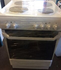 INDESIT ELECTRIC COOKER HOT PLATE 60cm WIDE MAIN OVEN WITH GRILL FREE DELIVERY AND WARRANTY