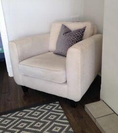 DFS arm chair