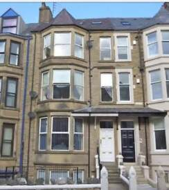 NEWLY REFURBISHED DOUBLE BEDROOOM WITH EN SUITE. CLOSE TO TOWN CENTRE.