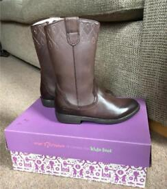 Clark's girls leather boots 9 1/2f 9.5f brown leather NEW