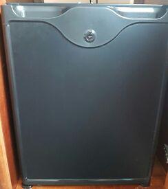 Mini Fridge 40L - Clearance- Excellent Condition