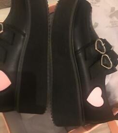 Koifootwear never worn new very cute shoes size 4