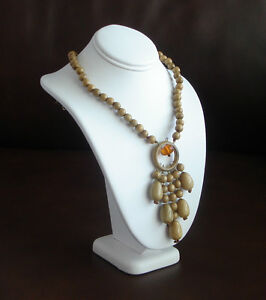 EXQUISITE-PIECE-WITH-AMBER-NATURAL-WOOD-COLOR-HANDCRAFTED-NECKLACE-LIGHT