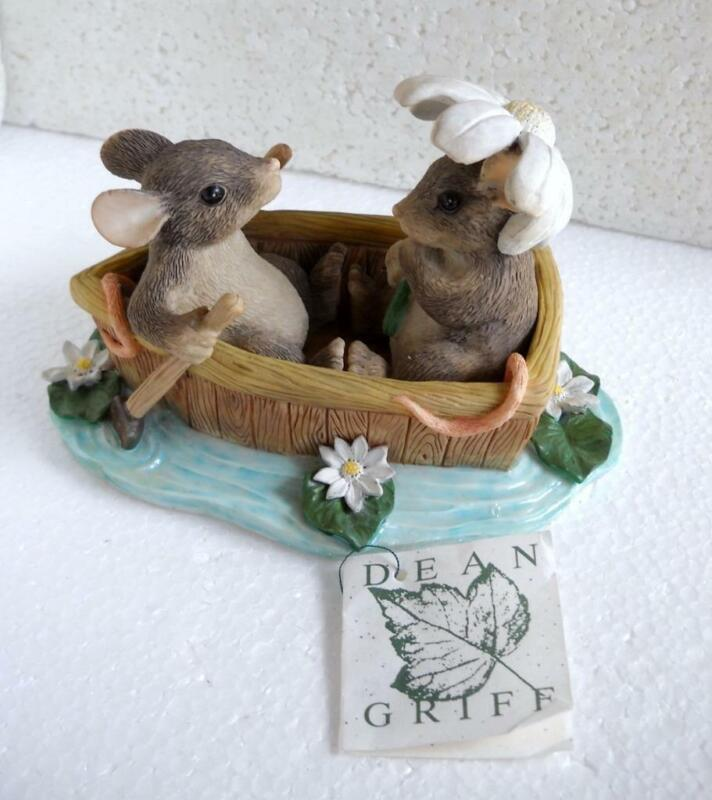 CHARMING TAILS Mouse Figurine Rowboat Romance 83/801 1997 w/box
