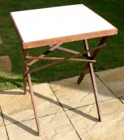 SMALL FOLDING CARD TABLE