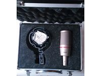 AKG C2000B with Shock Mount